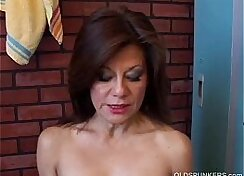 Amateur mature babe gets her pussy filled by big loaded group longhair power tools