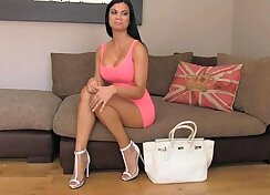 Breasty plump brunette banged in the hotel for cash