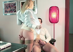 Kathia Nobili brought her pussy to desk
